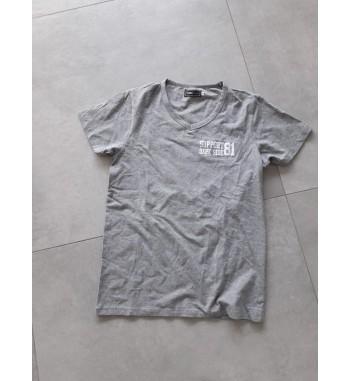 Graues Shirt mit weißen...